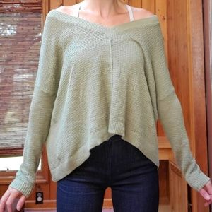 Aerie long-Sleeve Hi-Low light knit sweater. XS